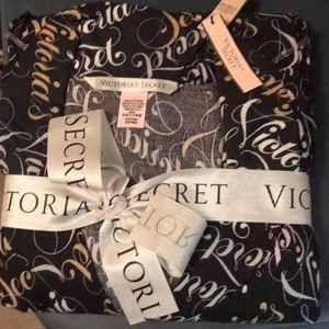 NWT Victoria's Secret flannel pajama set sz small